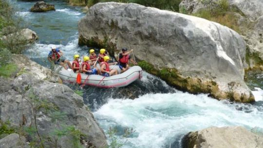 We Adventure rafting canyon